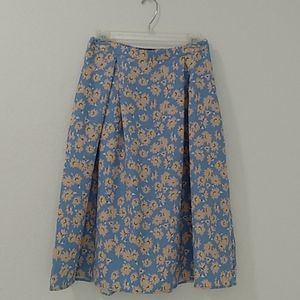 WHO WHAT WEAR SIZE 2 SKY BLUE DAISY PLEATED SKIRT